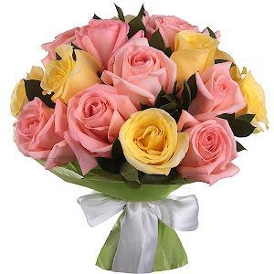 Букет из 15 розовых и желтых роз